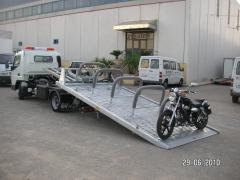 Especificaciones de una grúa para transportar una moto.