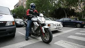 Importancia de Usar Casco al Usar Motocicleta